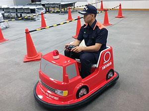 ミニミニ消防車(バッテリーカー)に乗ろう